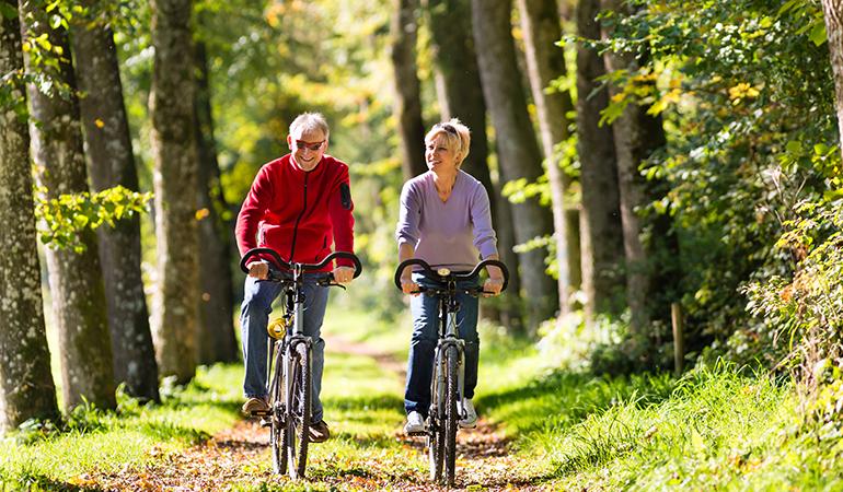 Older_couple_on_bike